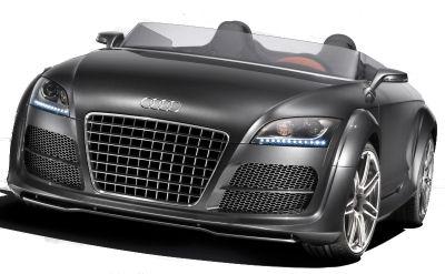 L'Audi TT Clubsport Quattro est basée sur le roadster Audi TT, tout en étant profodément modifié: nouvelle calandre single-frame sans logo donc plus imposante, feux LED insérés au bas des optiques avant, et adaptations au monde de la course automobile. Son moteur de 2,0L turbochargé à injection directe développe 300 ch.