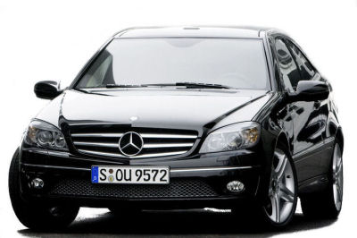 Présentation de la <b>Mercedes-Benz CLC</b> de 2009. Ce nouveau modèle est un profond restylage du coupé Classe C précédent, et n'est pas construit sur la  plate-forme de la nouvelle génération de Mercedes Classe C.